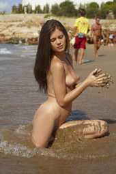 Babe nude at the beach