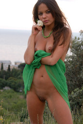Wondeful sexy brunette goddess is nude in the field