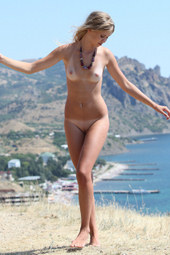 Amazing blonde outdoor nude freedom