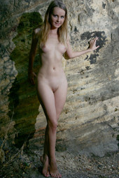 Beautiful girl is nude near the canyon