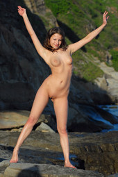 Sexy chick nude outside